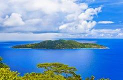 Île dans l'océan Photos libres de droits