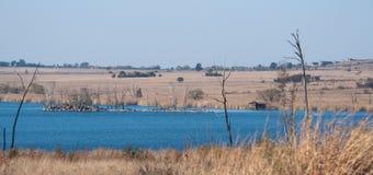 Île dans le barrage de Rietvlei, Afrique du Sud photographie stock libre de droits