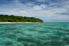 Île dans le bleu Photo stock