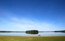 Île dans le lac Photos stock