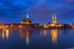 Île de cathédrale la nuit à Wroclaw, Pologne images libres de droits