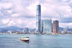 Île de Hong Kong avec le ferry-boat Photo stock