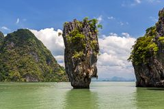 Île de James Bond en baie de Phang Nga en Thaïlande, Asie photo libre de droits