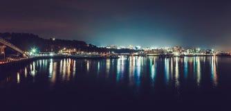 ÎLE DE JEJU, CORÉE DU SUD - 19 AOÛT 2015 : Vue panoramique sur le port de ville de Sogwiton pendant la nuit - île de Jeju, Corée  Photo stock