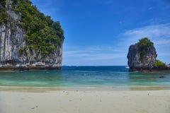 Île de Koh Hong avec le beau ciel vif image stock