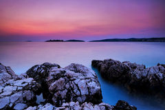 Île de la Croatie de Rogoznica après coucher du soleil Image libre de droits