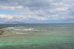Île de Lanzarote Vue de la côte de Corralejo, Fuerteventura, Espagne photo stock