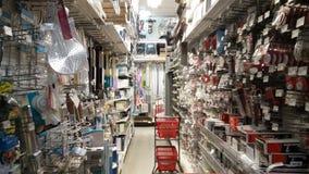 Île de magasin de matériel avec le chariot Photos stock