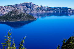 Île de magicien, lac crater Photos stock