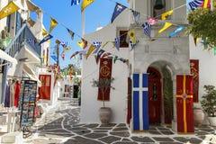 Île de Mykonos avec la petite chapelle orthodoxe grecque au premier plan Photo libre de droits