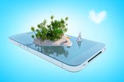 Île de paradis sous forme de coeur sur l'écran de téléphone Image stock