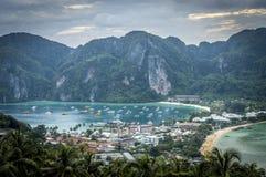 Île de Phi-phi, province de Krabi, Thaïlande Images stock