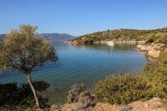 Île de Poros de baie d'amour d'heure d'été, Agrosaronikos, Grèce Photos libres de droits
