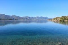 Île de Poros de baie d'amour d'heure d'été, Agrosaronikos, Grèce Photo stock