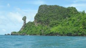 Île de poulet et soleil bleu de mer Images libres de droits