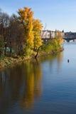 Île de Prague pendant l'automne Image libre de droits