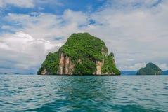 Île de roche chez Krabi Photo libre de droits