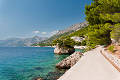 Île de roche dans Brela, Croatie Photographie stock