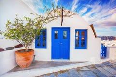 Île de Santorini, Grèce Façade pittoresque du vieux bâtiment traditionnel Photographie stock libre de droits