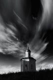 Île de Solovki, Russie Chapelle de Constantine dans le monastère de Solovetsky contre le contexte du ciel nuageux Photographie stock libre de droits