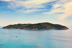 Île de Spetsopoula vis-à-vis de Spetses, Grèce photographie stock libre de droits
