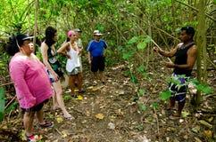 Île de touristes de Rapota de visite dans le cuisinier Islands de lagune d'Aitutaki Images stock
