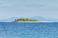Île de vague déferlante aux Fidji image libre de droits