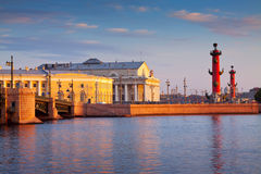 Île de Vasilyevsky dans le jour d'été Image stock