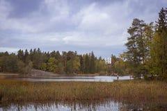 Île des morts et la chapelle de Ludwigstein dans Monrepos Photo libre de droits
