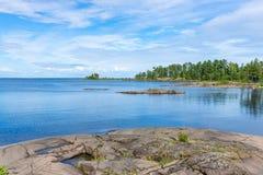 Île en pierre de Valaam de dalles Photographie stock libre de droits
