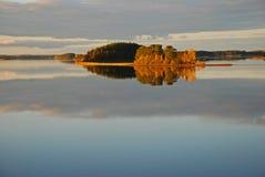 Île et eau d'automne Image libre de droits
