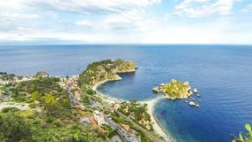 Île et plage d'Isola Bella dans Taormina, Sicile, Italie banque de vidéos