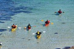 Île Hitra de convoi de kayak de mer Images stock