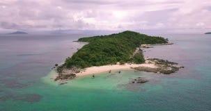 Île Ko il paumes de jungle d'arbres de vue aérienne de bourdon de plage de banane clips vidéos