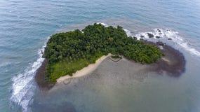 Île renversante outre de la côte de Koh Chang, Thaïlande photo libre de droits