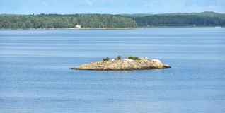 Île rocheuse en mer baltique Photo libre de droits
