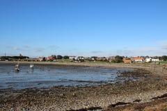 Île sainte, village le Northumberland R-U de Lindisfarne image libre de droits
