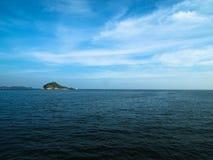 Île sur la mer Images libres de droits