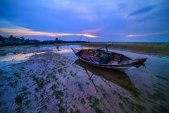 Île traditionnelle Indonésie de Batam de bateau de pêche Photographie stock libre de droits