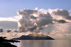 Île tropicale allumée par rose Photos libres de droits