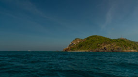 Île tropicale au LAN près de Pattaya dans le golfe du Siam, Thaïlande Photo stock