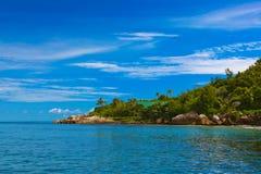Île tropicale chez les Seychelles Image libre de droits