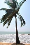 Île tropicale dans l'océan de Sri Lanka photo stock