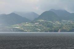 Île volcanique en mer des Caraïbes martinique photo stock