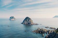Îles d'Oryukdo avec l'océan bleu à Busan, Corée photographie stock libre de droits