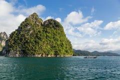 Îles dans le barrage photos stock