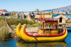 Îles de flottement les Andes péruviens Puno Pérou d'Uros Photographie stock libre de droits