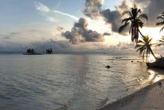 Îles de paradis dans Guna Yala, Kuna Yala, San Blas, Panama Coucher du soleil Lever de soleil photographie stock
