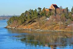 Îles en premier ressort en mars Archipel de Stockholm Photographie stock libre de droits