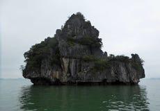 Îles formées uniques de baie long Vietnam d'ha Images libres de droits